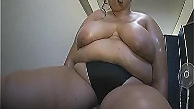 Japan BBW acesits and dominates small guy