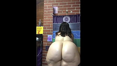 White Huge BBW Shaking That Booty