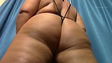 Big bubble butt blond shaking her big round pawg ass Georgia Peach bbw milf