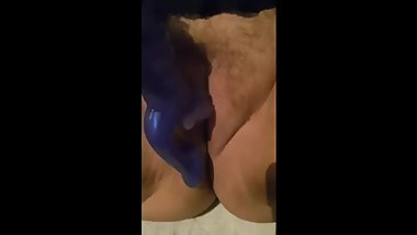Amateur BBW MILF has Massive Squirting Leg Shaking Orgasm on Vibrator. HOT!