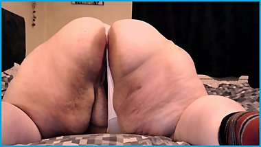 BBW SSBBW SHOWS OFF ASS SPREAD IN THONGS