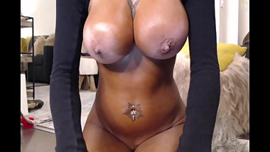 Caught Piercing ebony big boobs masturbating
