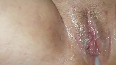 bbw gets her filled pussy filled creampied