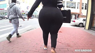 Massive ass of black girl in spandex.