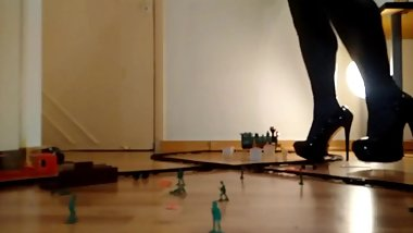 Crossdresser Giantess Train Set crush preview (Old clip, bad lighting)