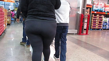 Fat juicy ass Latina BBW in Spandex tights