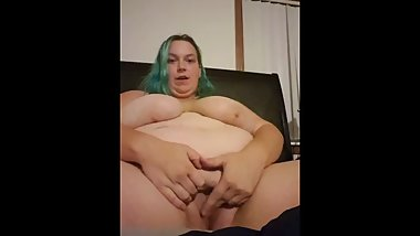 North Dakota BBW Teen masturbates on bed and attempts to talk dirty