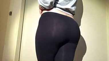 Teen showing a REALY NICE ROUND ASS
