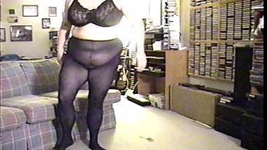 Hot Big Tit BBW Mom Dressing Doesn't See Hidden Camera.
