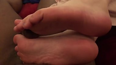 Latina Girlfriend Gives Amazing FOOTJOB !