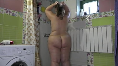 BBW takes shower on voyeur cam